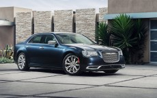 Chrysler-300_2015_1600x1200_wallpaper_08