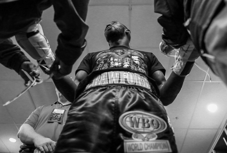 Terence_Crawford_gloveUp