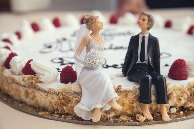 日本人は結婚で姓が変わることも