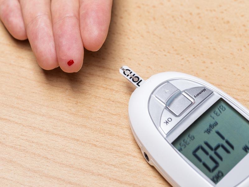 mengecek kolesterol di puskesmas