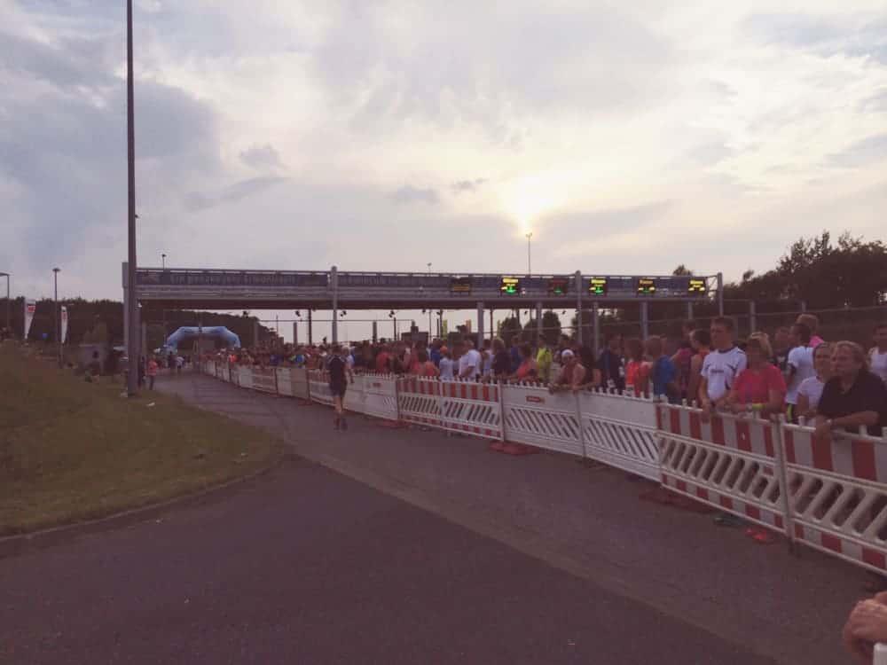 Der Start zum Halbmarathon fiel direkt am Eingang des Warnowtunnel
