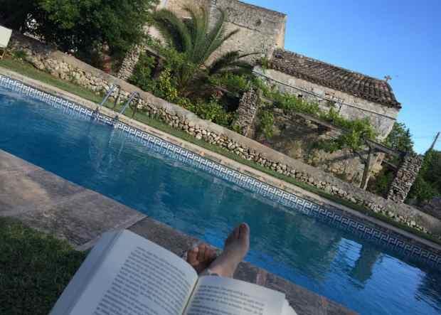 Lesen am Pool