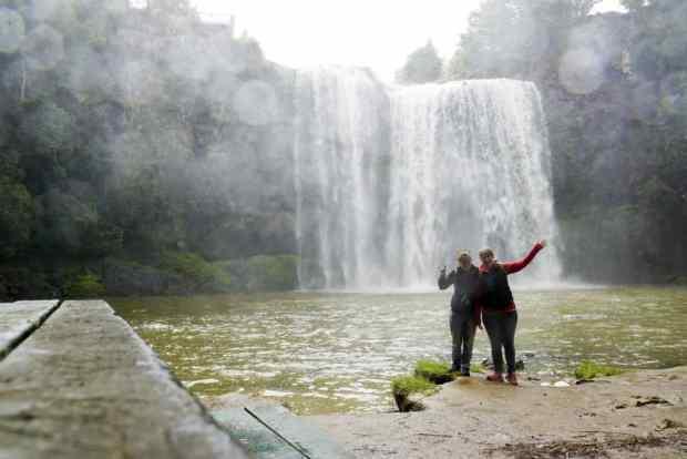 Bei den Whangarei Falls