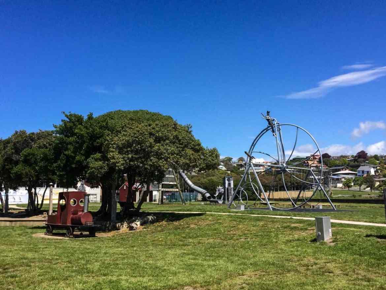 Spielplatz direkt neben dem Campingplatz am Hafen