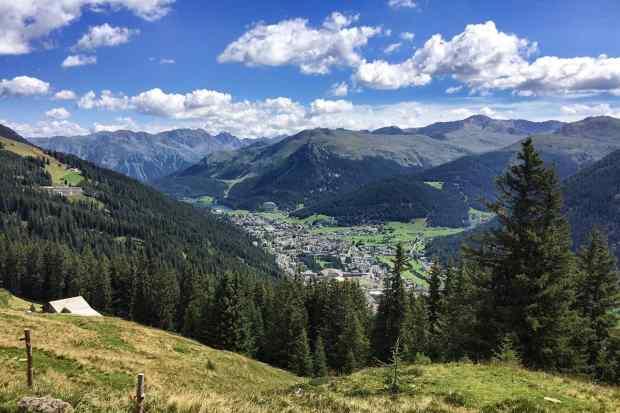 Ausblick auf den Ort Davos