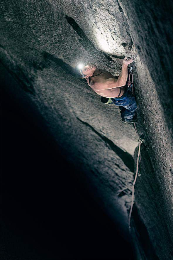 ClimbingChaps-08-Caldwell.L16-DownWall-dinotteper avere freddo-elcapitan-finish-02.adapt.590.1