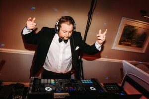 Adding Live music to your DJ set