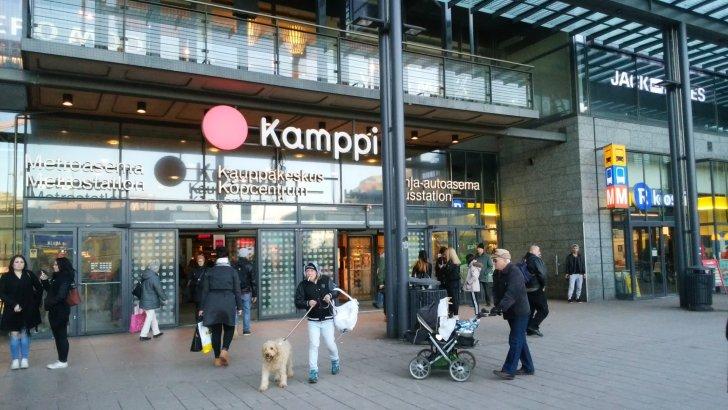 ヘルシンキ地下鉄カンピ駅前広場