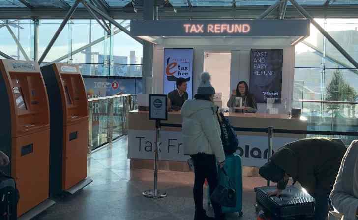 免税手続きが行える「プラネット」カウンター。空港2階の旅券発行機近くにある