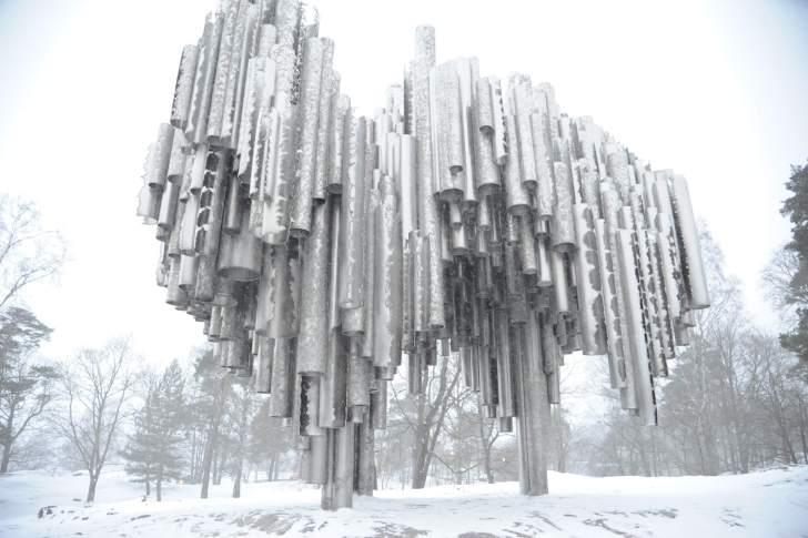 パイプオルガンをイメージしたシベリウス公園の記念碑