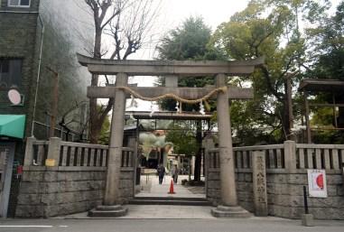 You can see the shishibutai through the torii