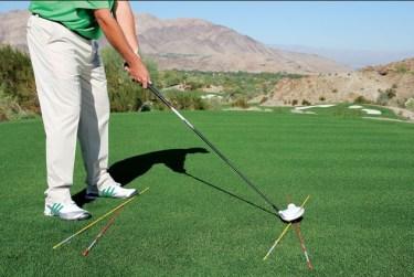 Postur tubuh untuk memukul bola golf lurus