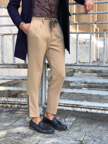 Pantalone Beige corto con banda laterale