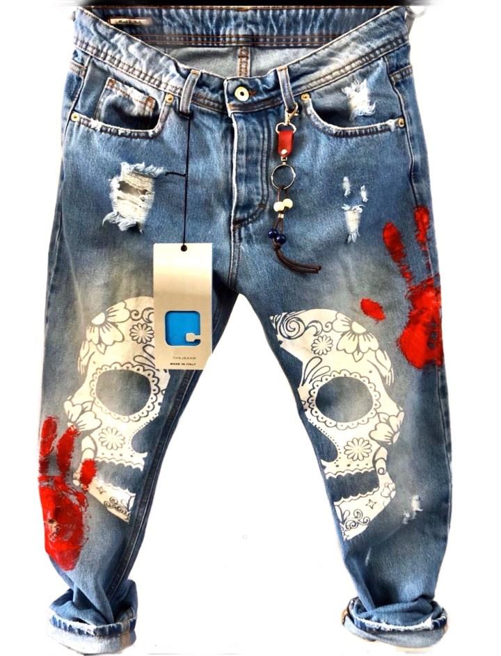 Jeans uomo strappati della collezione gogolfun molto particolari arricchiti con disegni e aplique di vario genere.
