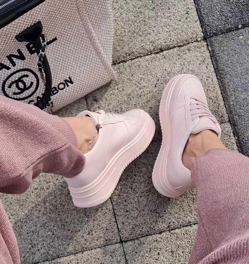 Sneakers, non solo bianche anzi Pink