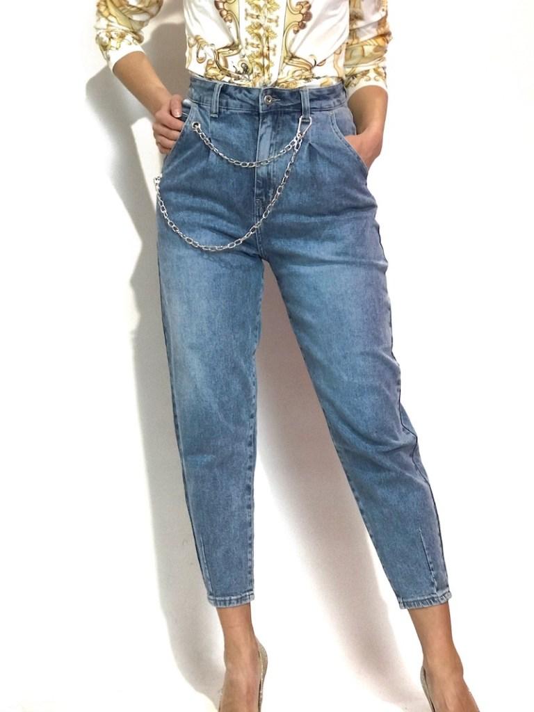 Jeans carote, con catena dovete averla