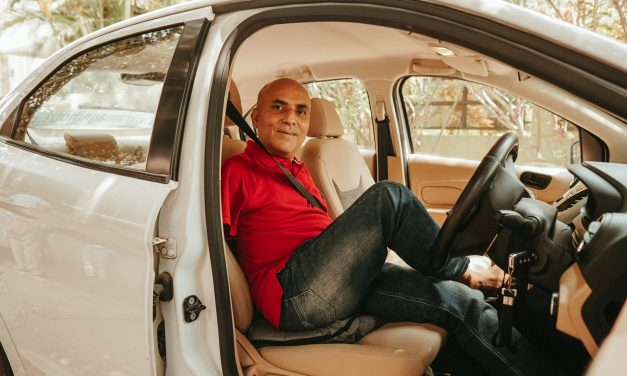 VIKRAM AGNIHOTRI – First Indian Bilateral amputee with Driving License