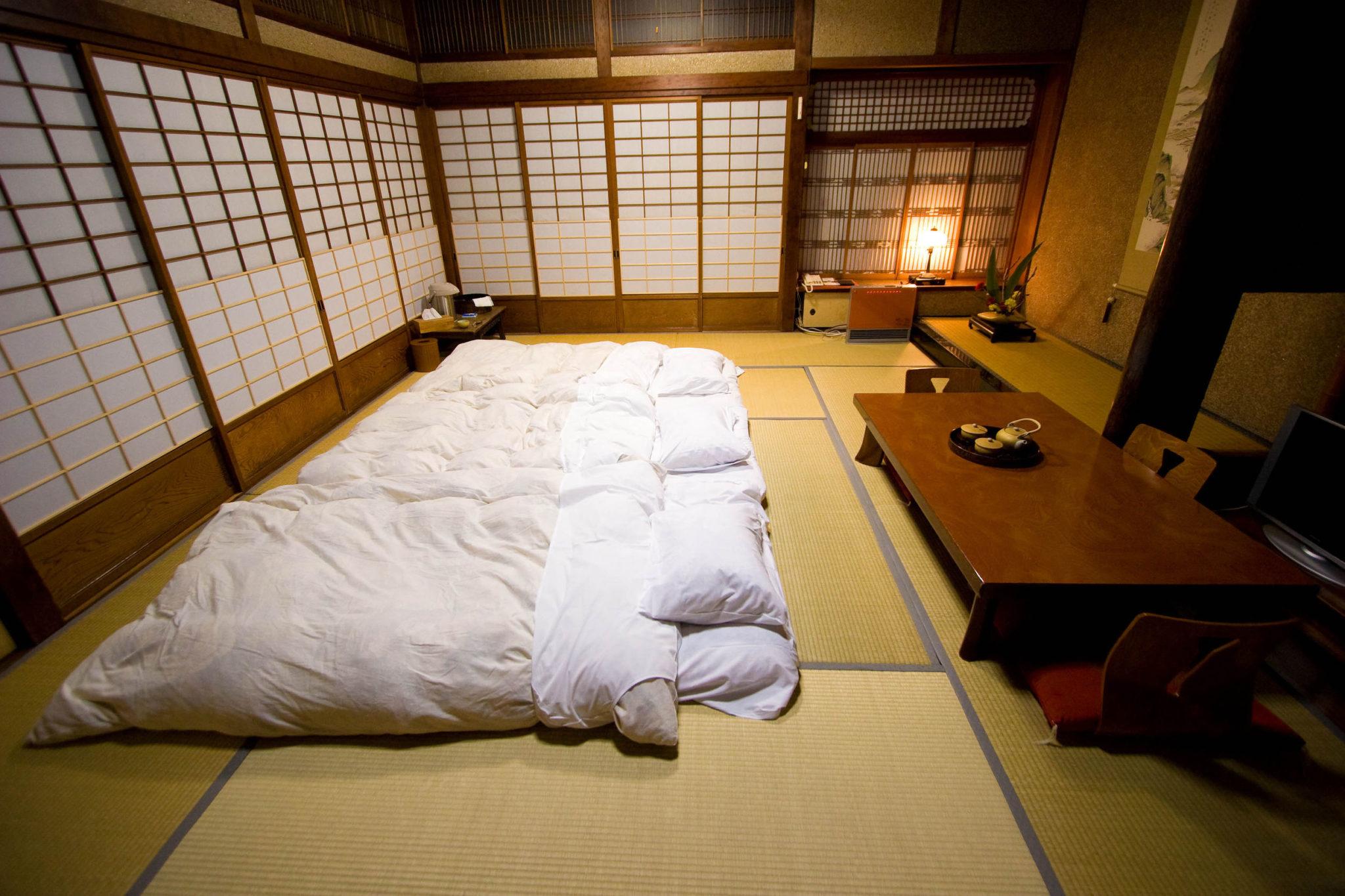 Chambre Matelas Au Sol dormir sur un futon japonais : ce qu'il faut savoir