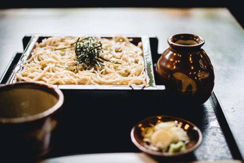 Fideos japoneses de tipo soba