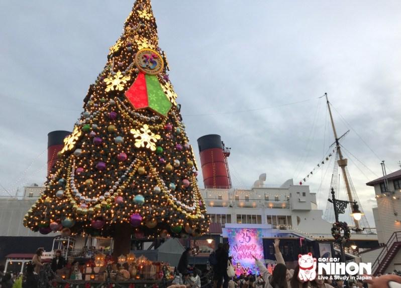 DisneySea Christmas tree