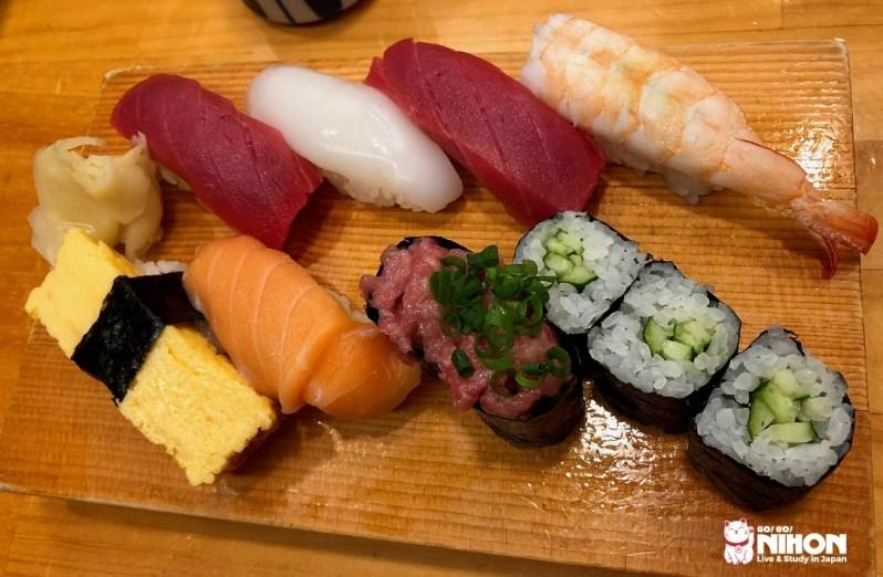 Piatto di sushi misto