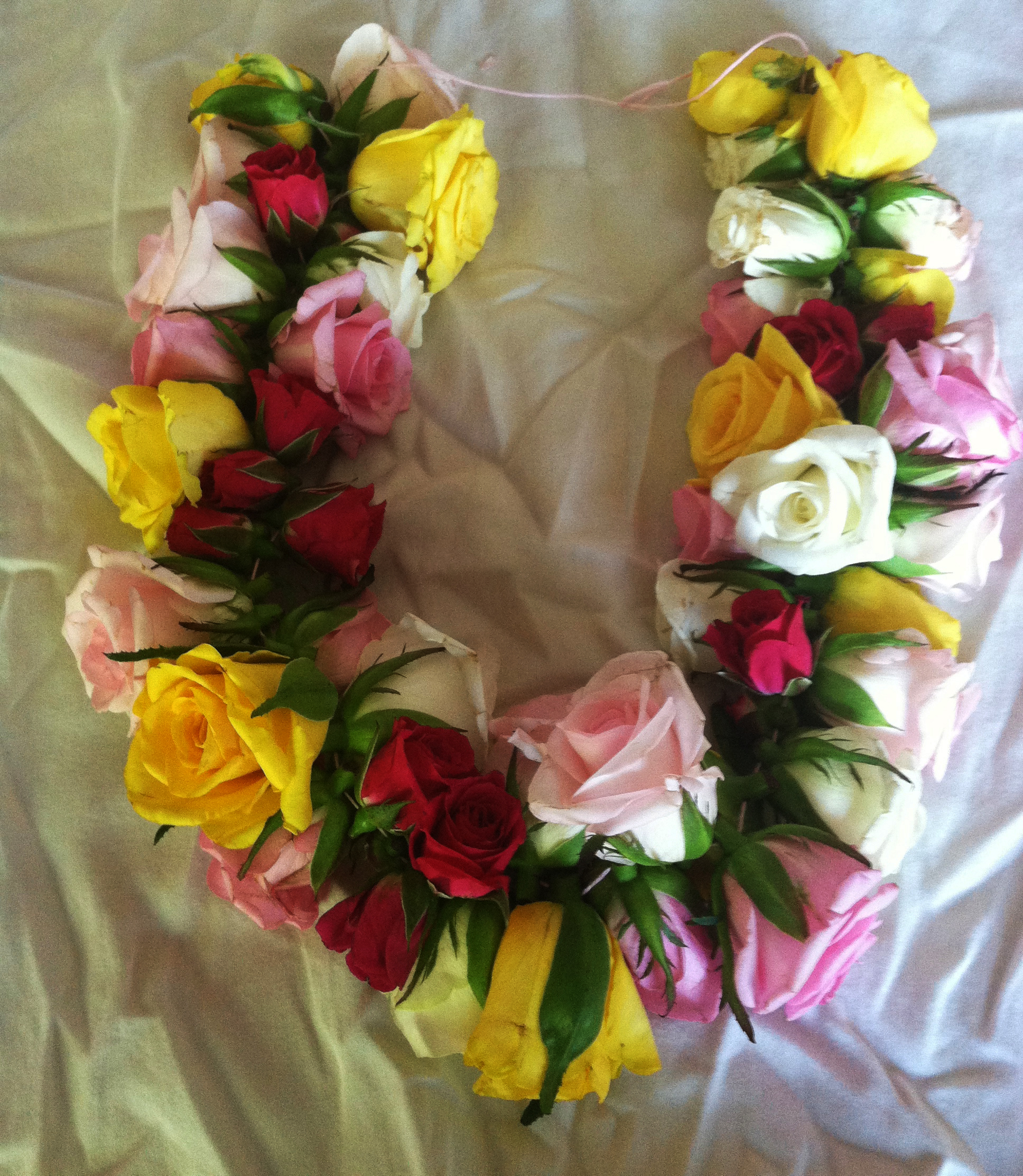 How To Make a Lei A Fresh Flower Lei With Roses