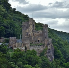 rhine-valley-castle-3