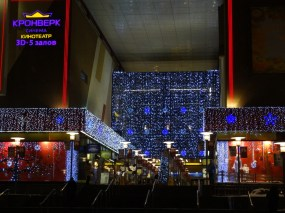 Semyonovskiy shopping mall covered in twinkling lights