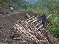 TSHHS Students Help - Goilala Highway (21)
