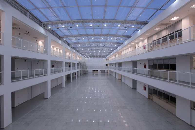 Área interna de um dos prédios do Centro Judiciário de Curitiba