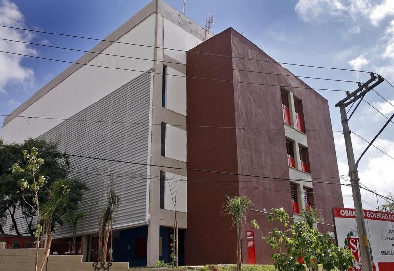 fachada escola pública Ilha da Juventude