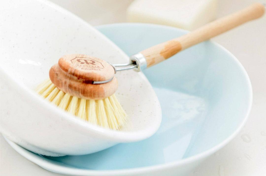 spazzola piatti in legno