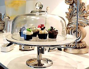The Eau Spa is about indulgence, as these specially ordered cupcakes that greet you in the waiting area attest © 2015 Karen Rubin/news-photos-features.com