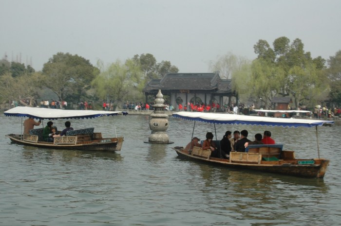 Traditional boats on West Lake pull up to the famous pagodas, just off Yingzhou Islet © 2016 Karen Rubin/goingplacesfarandnear.com