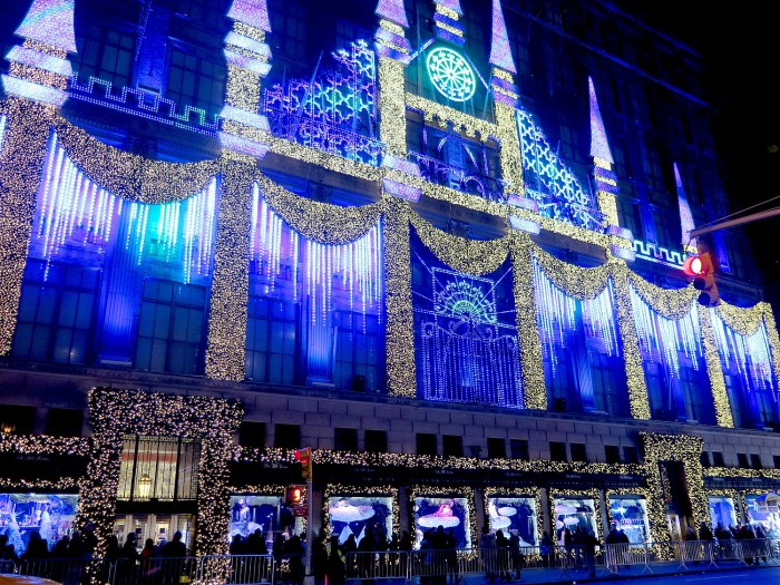 Saks 5th Avenue turns its façade into a holiday Sound & Light Show © 2016 Karen Rubin/goingplacesfarandnear.com