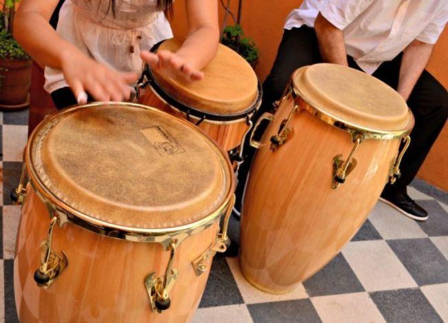 Alat Musik Triangle Sejarah Pengertian Pembuatan Cara Memainkannya