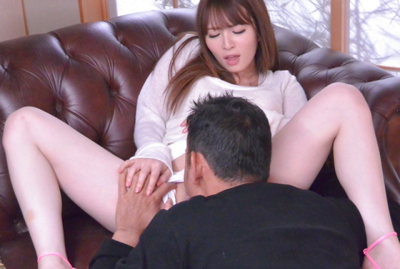 sweetie-provides-asian-blowjob-before-a-wild-fuck