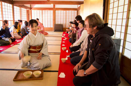 Tea ceremony at Sengan-en