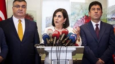Gaye Usluer, seçim gündemli kurultay için yeterli imzanın parti genel merkezine ulaştırıldığını iddia ediyor.