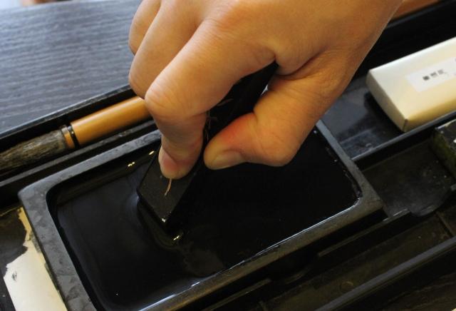 墨汁の落とし方で手や爪に墨が入った時
