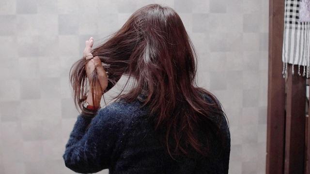 40代女性の髪がパサパサ