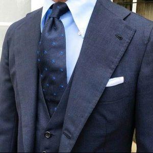 同系色スーツ