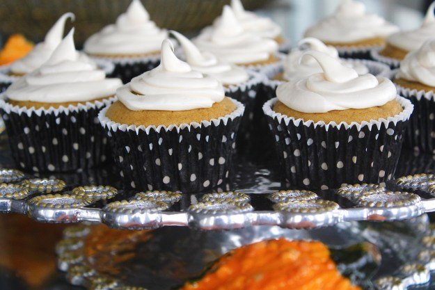 pumpkin-cupcake-with-cream-cheese-frosting-recipe-15