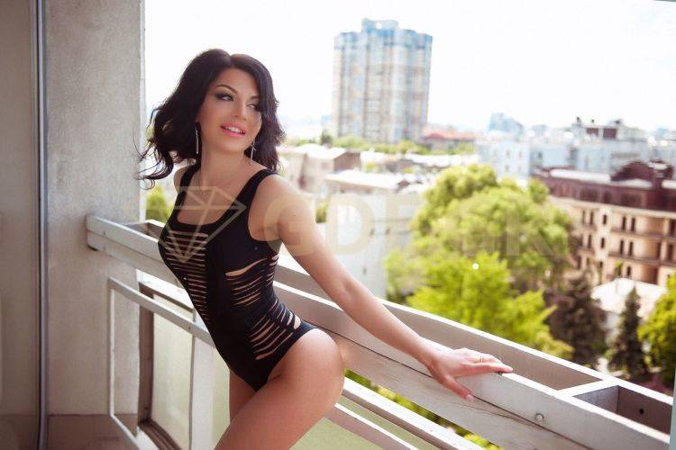 FEMALE ESCORTS ATHENS UKRANEZA LISA