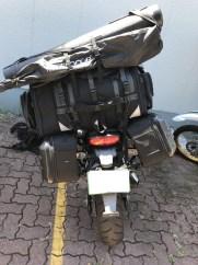 キャンプ道具満載のバイク