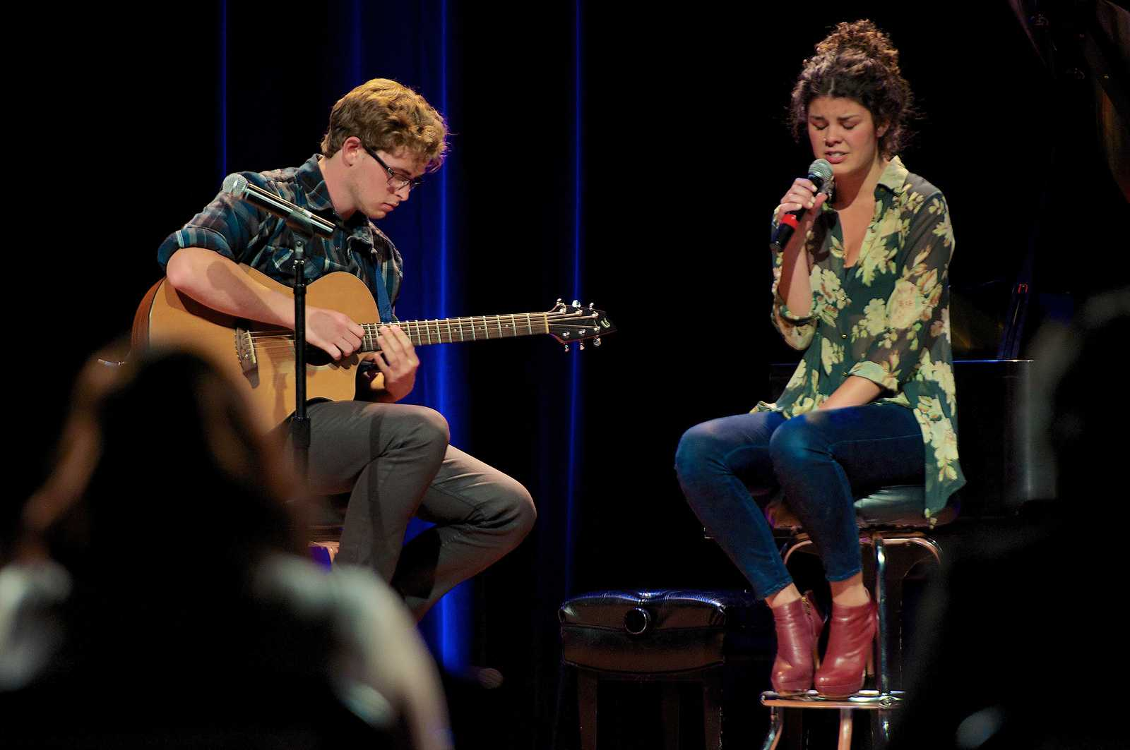 Gabi Cavassa and Sean Thompson open the show with their rendition of
