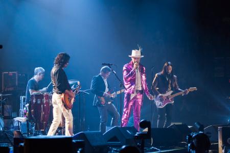 The last mystery man rock star bids au revoir