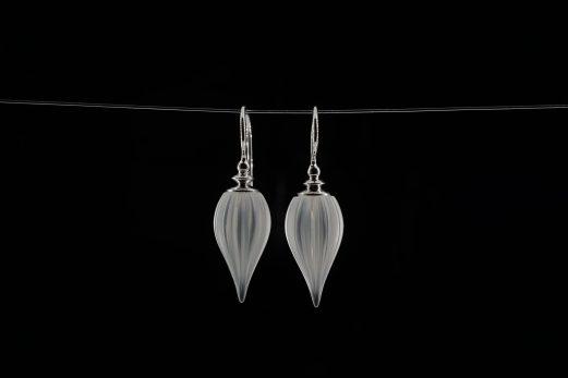 Ohrhänger in 925er Silber mit gravierten Bergkristall-Pampeln 385 €