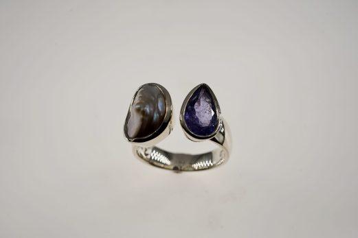 Ring in 925er Silber mit Tansanit und Perle 390 €