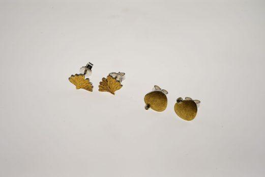 Ohrstecker in 925er Silber u. 900er Feingold mit je einem Brilliant, 0,015 ct. twsi 295 € Ginkgoblatt-Ohrstecker in 925er Silber u. Feingold 165 €